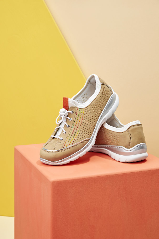 L32Q5-Beige sneakers with elastic lacing